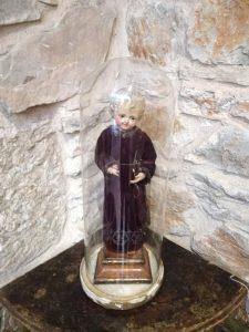 Cap i pota en venta de niño Jesús con su vitrina