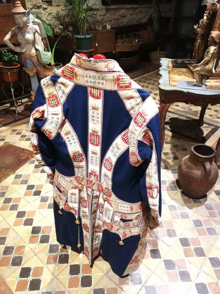 Espalda de vestimenta del siglo XVIII
