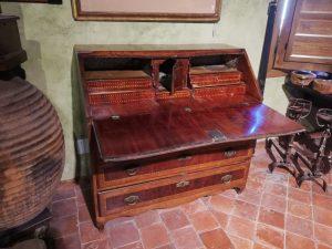 Canterano del siglo XVIII abierto