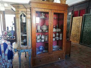Mueble vitrina del siglo XIX