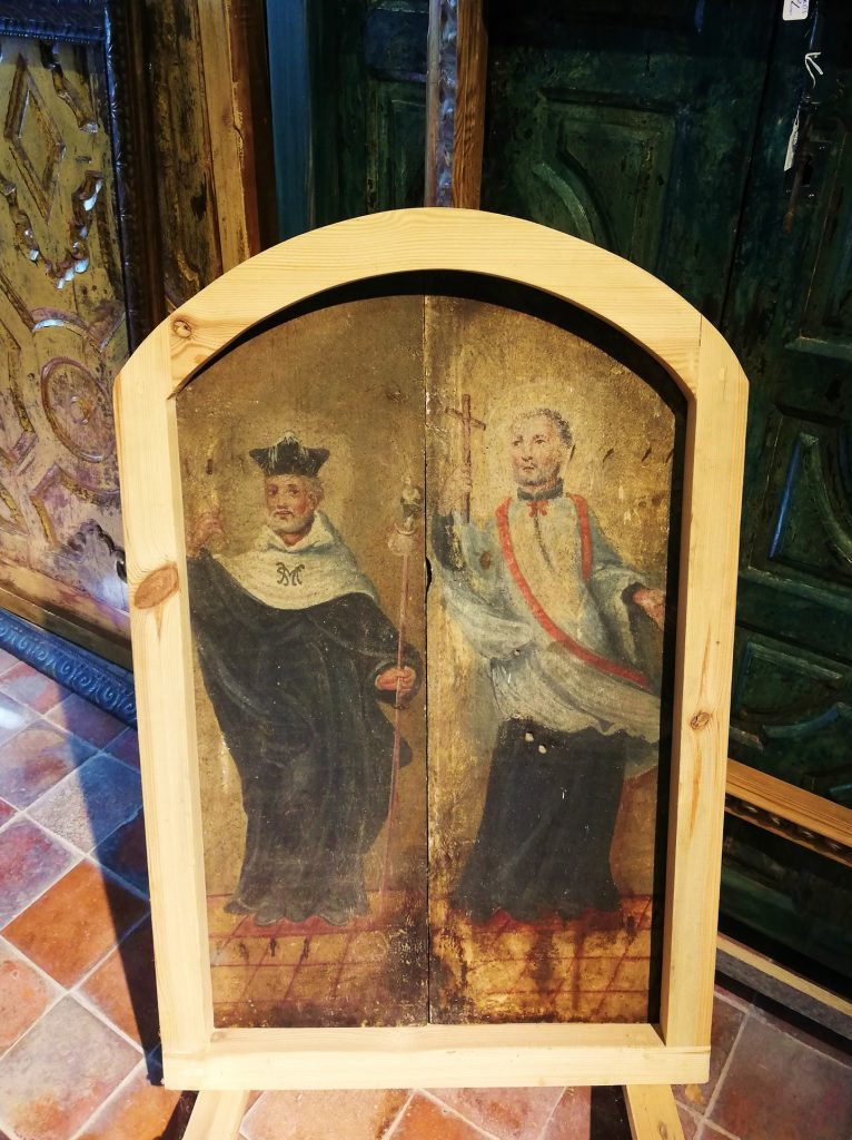 Trasera de puerta de capilla