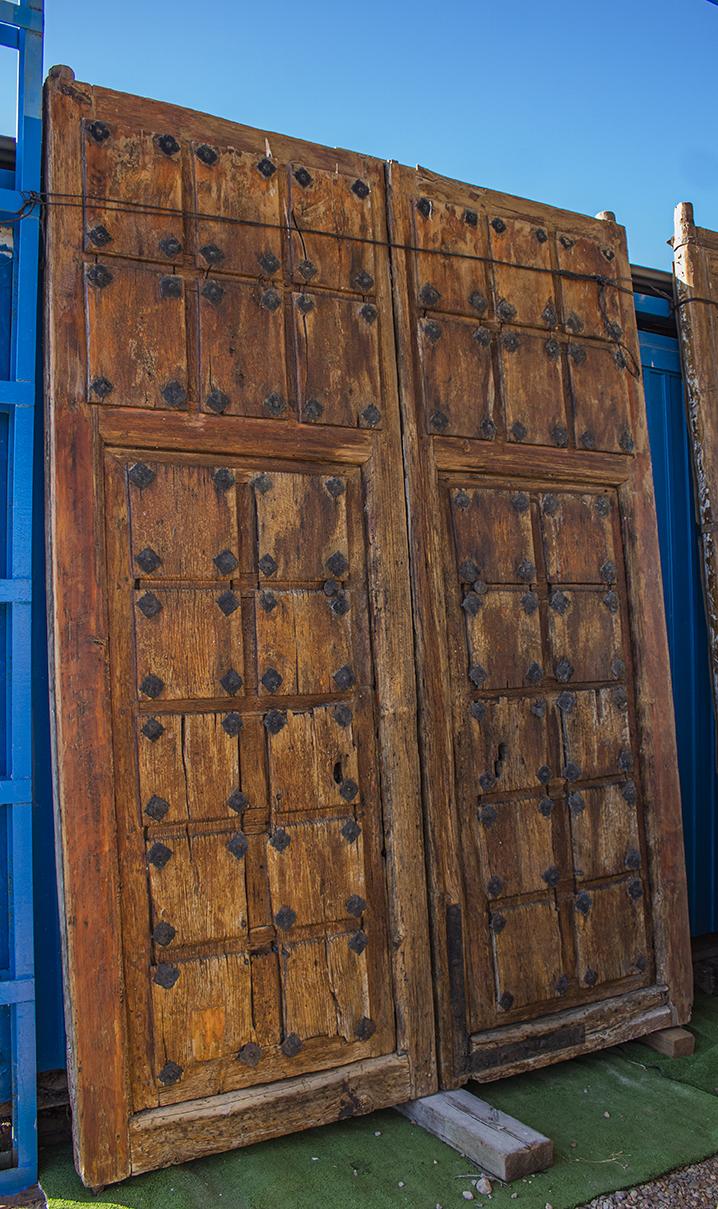 Portón de madera de olmo