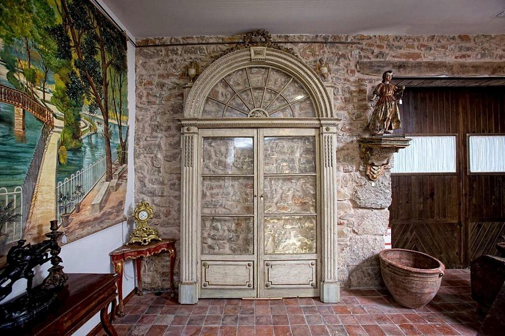 Puerta lacada antigua en color blanco
