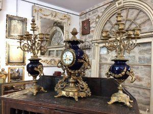Conjunto de relos y candelabros del siglo xix