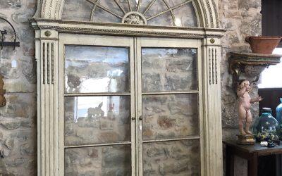 Puerta lacada en blanco del siglo XVIII